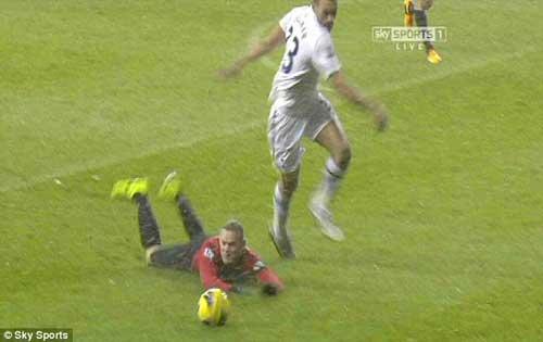 Rooney đóng kịch hay không? - 2