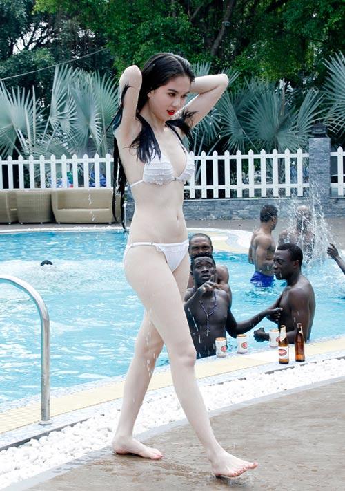 """Ngọc Trinh """"đốt nóng"""" phim Tết 2013 - 5"""