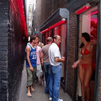 Hợp pháp hóa mại dâm: Nhiều nước đau đầu