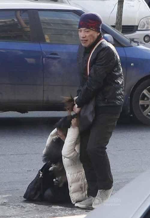 TQ: Một phụ nữ bị đánh dã man trên phố - 2