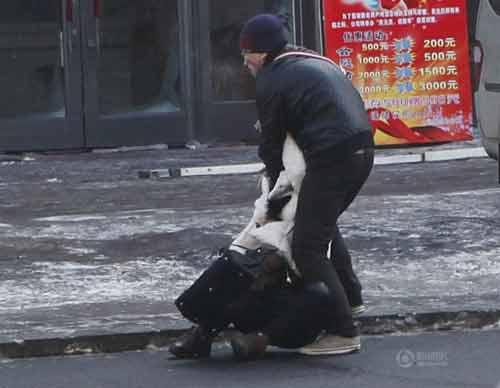 TQ: Một phụ nữ bị đánh dã man trên phố - 4