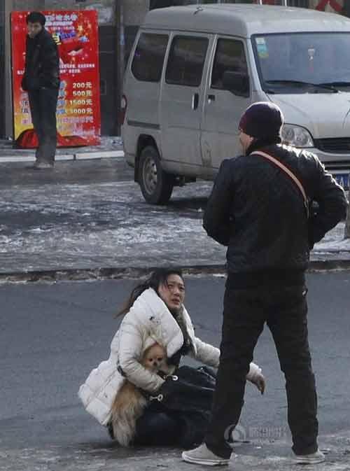 TQ: Một phụ nữ bị đánh dã man trên phố - 5