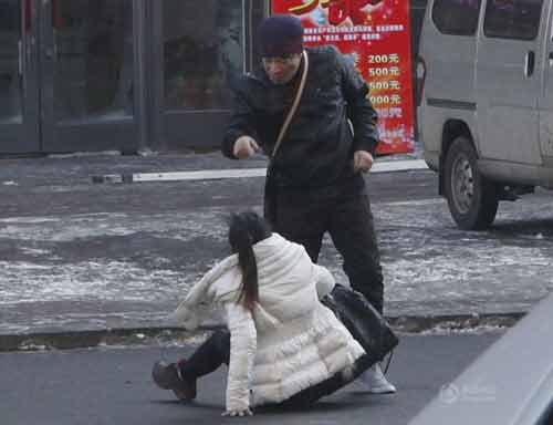 TQ: Một phụ nữ bị đánh dã man trên phố - 6