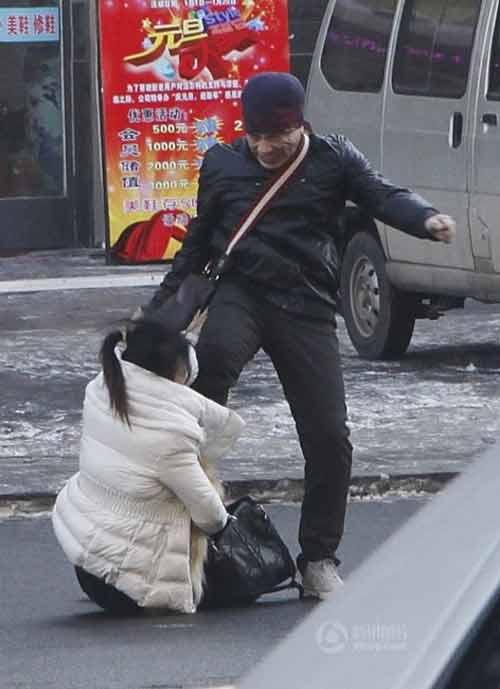 TQ: Một phụ nữ bị đánh dã man trên phố - 7