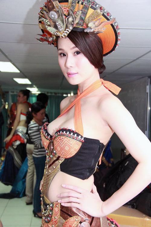 Thái Hà lộ ngực quá đà - 3