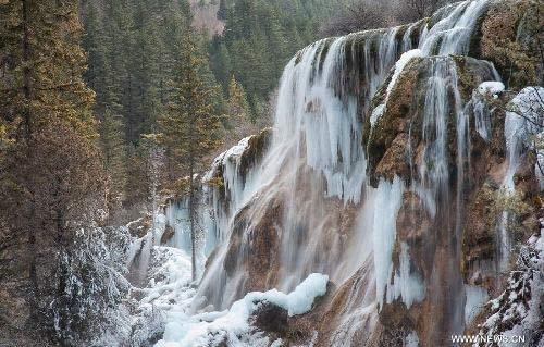Thác nước đóng băng tuyệt đẹp ở Trung Quốc - 1