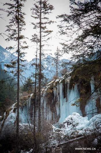 Thác nước đóng băng tuyệt đẹp ở Trung Quốc - 2