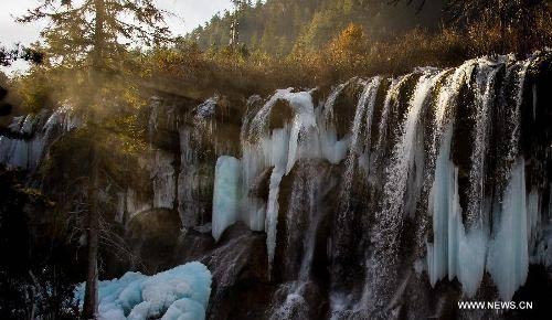 Thác nước đóng băng tuyệt đẹp ở Trung Quốc - 4