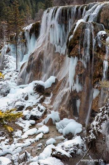 Thác nước đóng băng tuyệt đẹp ở Trung Quốc - 5