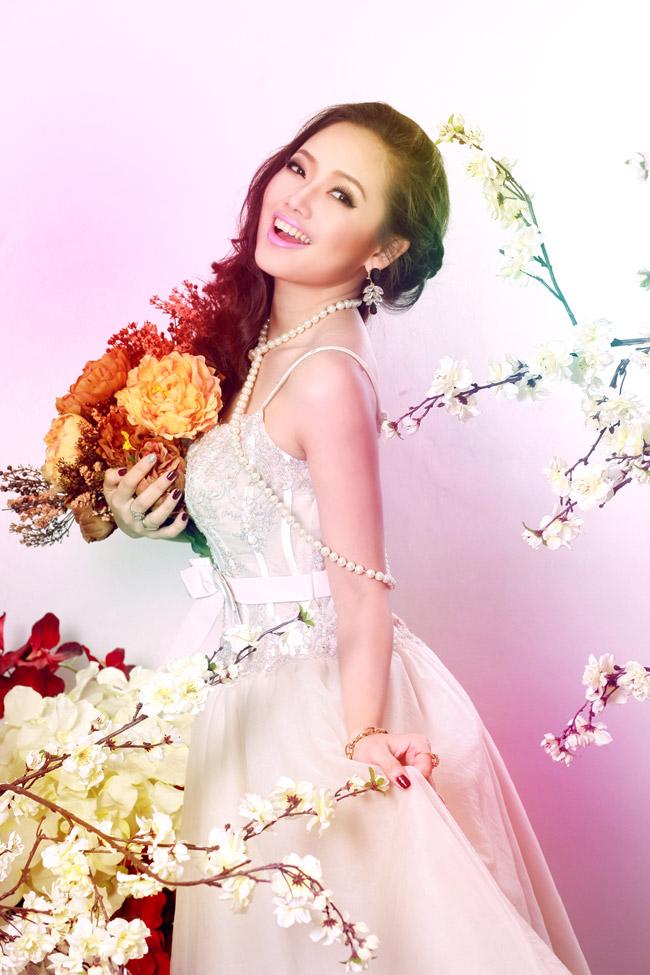 MC & #160;Ngọc Trang trong chiếc váy dạ hội lộng lẫy