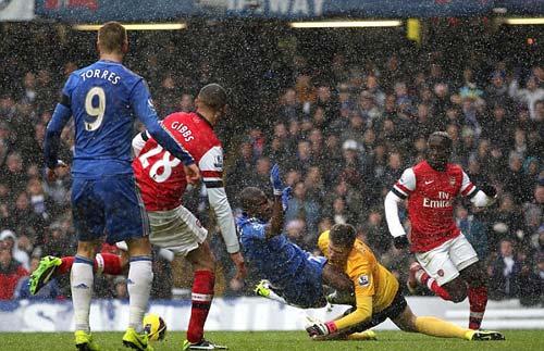 Arsenal thua Derby: Walcott thôi chưa đủ - 1