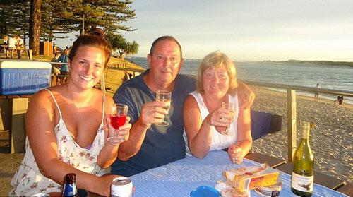 Úc: Tay không bắt cá mập cứu trẻ em - 3
