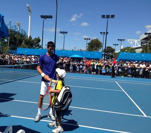 Djokovic choáng vì cú winner của tay vợt nhí - 1