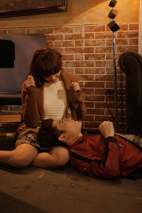 """Nam Hùng ôm hotgirl Emily rất """"ngọt"""" - 5"""