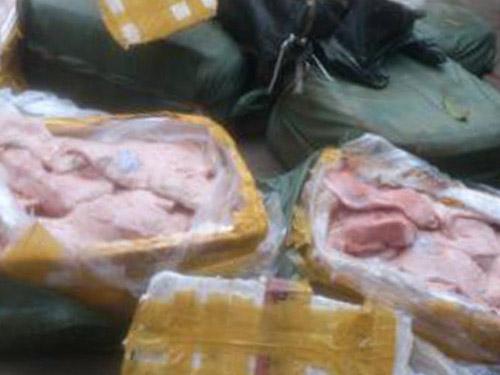 HN: Bắt 4 tấn nầm lợn, gà thải đang về Hà Vĩ - 3