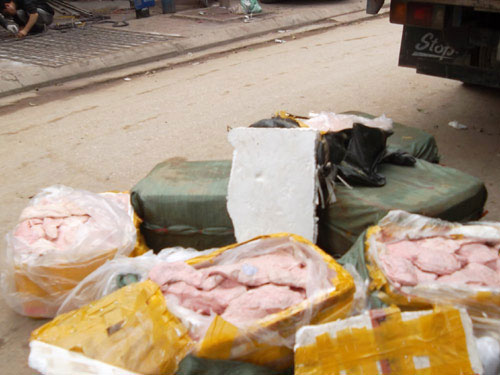 HN: Bắt 4 tấn nầm lợn, gà thải đang về Hà Vĩ - 6
