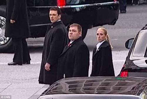 Cận mặt nữ đặc vụ hộ vệ Obama nhậm chức - 3