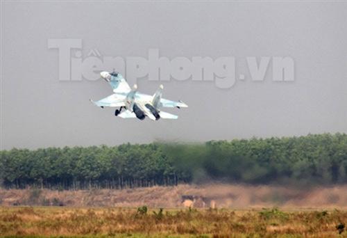 """""""Đại bàng"""" Su-30MK2 dũng mãnh gác trời VN - 10"""