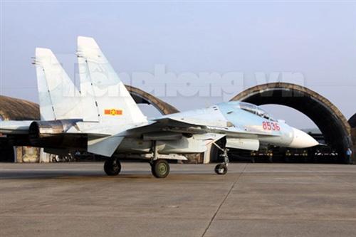 """""""Đại bàng"""" Su-30MK2 dũng mãnh gác trời VN - 7"""