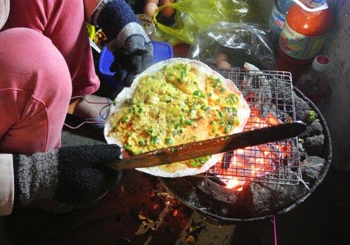Thơm phức bánh tráng nướng bờ sông Hương - 2