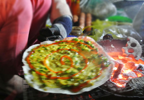 Thơm phức bánh tráng nướng bờ sông Hương - 3