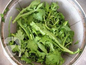 Ngon ngọt canh cải cúc nấu tôm - 2