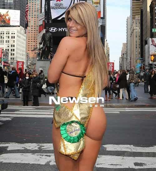 Hoa hậu vòng ba gây sốt trên phố - 2