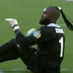 Bóng đá - Video: Ăn mừng bằng... mông