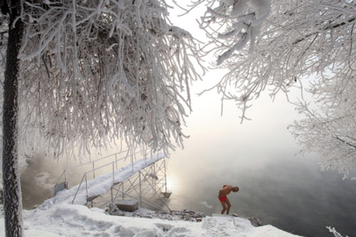 77 tuổi mình trần luyện tập trong tuyết - 6