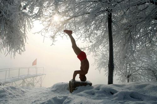 77 tuổi mình trần luyện tập trong tuyết - 7