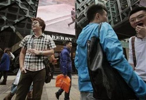Đàn ông sexy cứu hàng hiệu ở Trung Quốc - 2