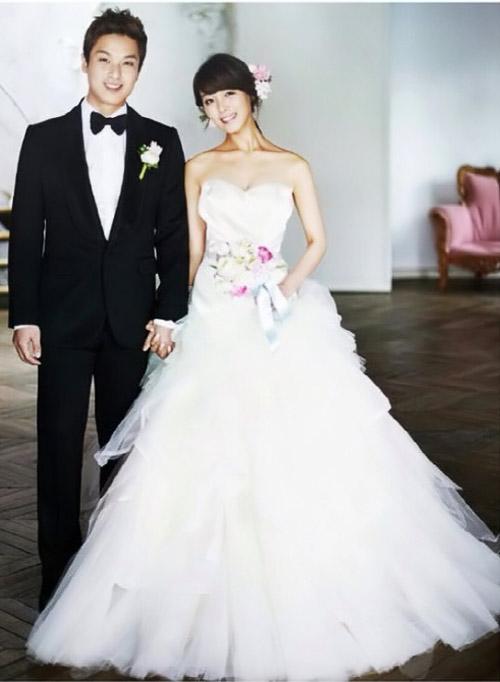 Trưởng nhóm Wonder Girls khoe ảnh cưới - 1