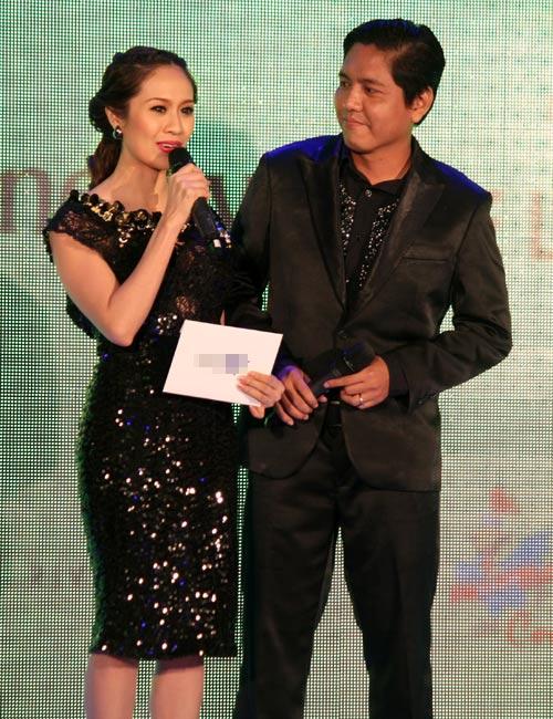 Hà Tăng trao giải cho Hà Hồ - 13