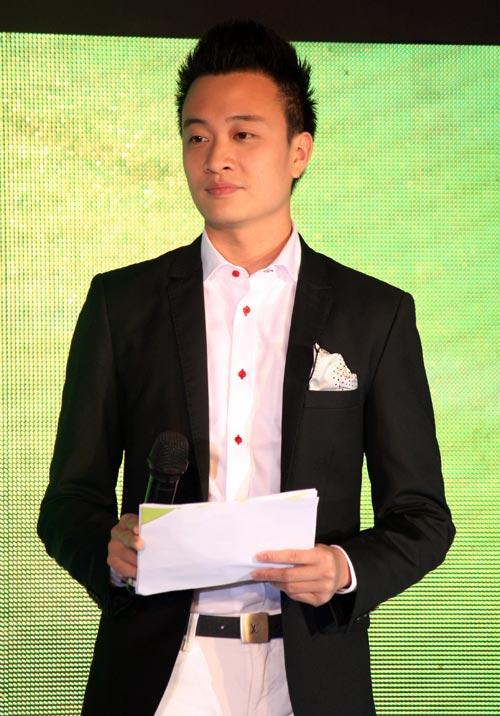 Hà Tăng trao giải cho Hà Hồ - 15