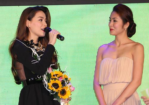 Hà Tăng trao giải cho Hà Hồ - 5