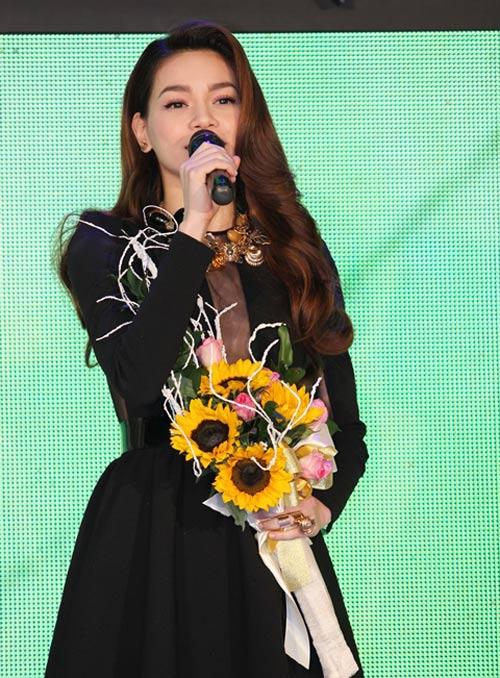 Hà Tăng trao giải cho Hà Hồ - 7