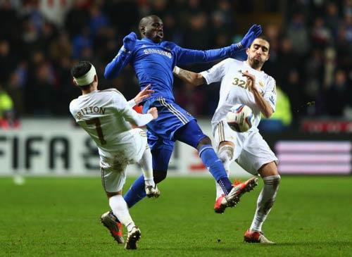 Swansea - Chelsea: Chiến công quả cảm - 1
