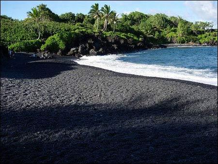 Ấn tượng bãi biển có cát màu đen - 1