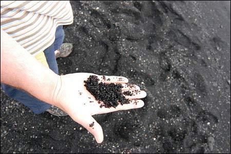 Ấn tượng bãi biển có cát màu đen - 7