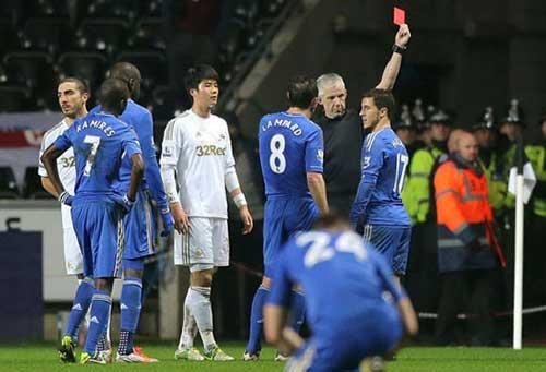 Đá cậu bé nhặt bóng, Hazard ăn năn - 1