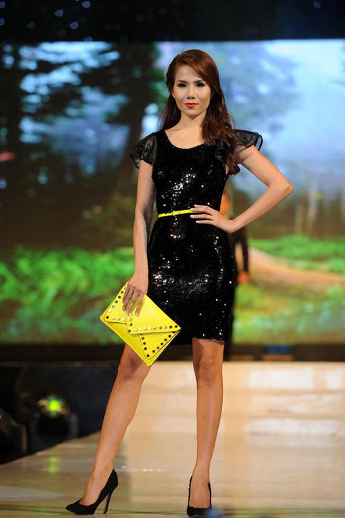 Thanh Hằng mặc thiết kế Xuân dạo catwalk - 9