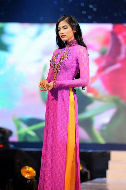 Thanh Hằng mặc thiết kế Xuân dạo catwalk - 11