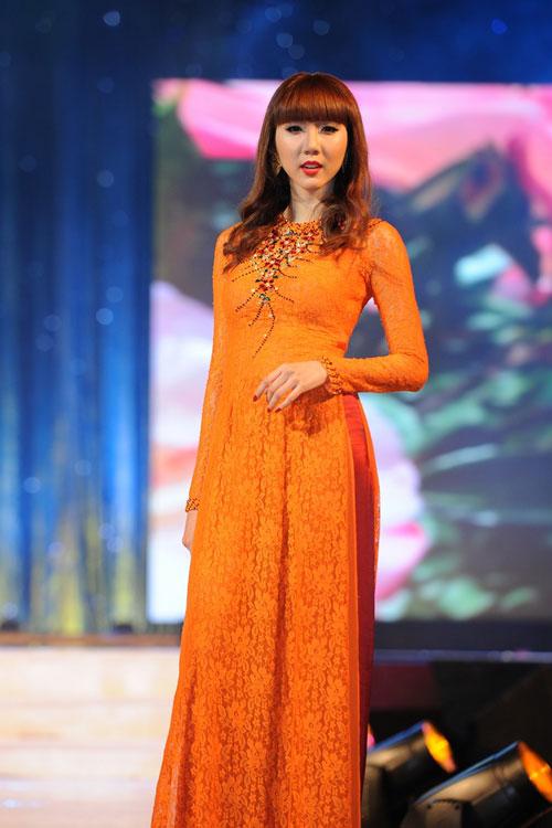 Thanh Hằng mặc thiết kế Xuân dạo catwalk - 13
