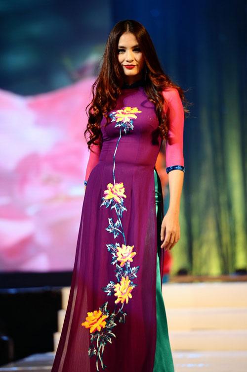Thanh Hằng mặc thiết kế Xuân dạo catwalk - 18