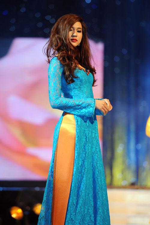 Thanh Hằng mặc thiết kế Xuân dạo catwalk - 14