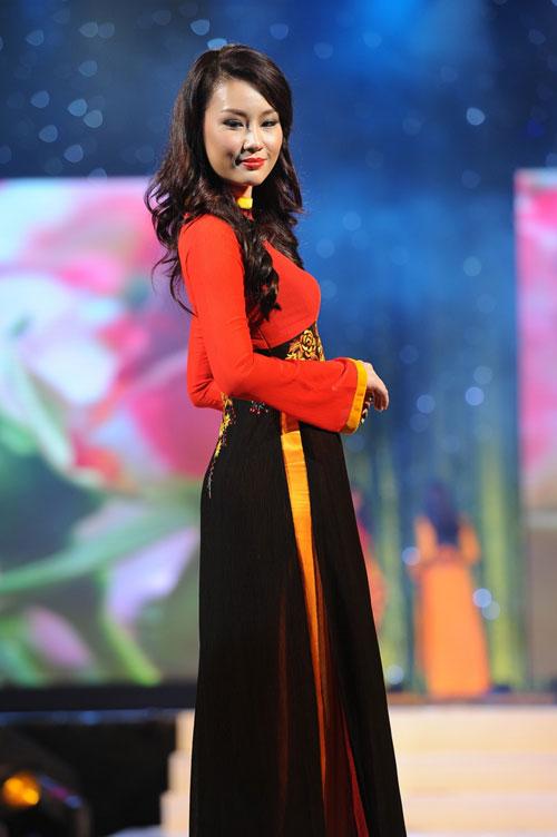 Thanh Hằng mặc thiết kế Xuân dạo catwalk - 16