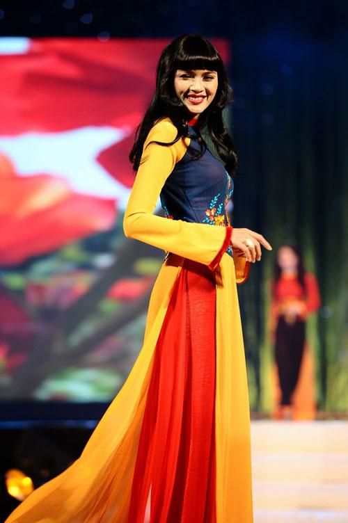 Thanh Hằng mặc thiết kế Xuân dạo catwalk - 17