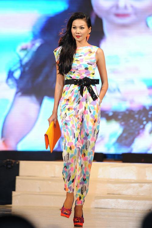 Thanh Hằng mặc thiết kế Xuân dạo catwalk - 1