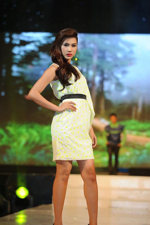 Thanh Hằng mặc thiết kế Xuân dạo catwalk - 4