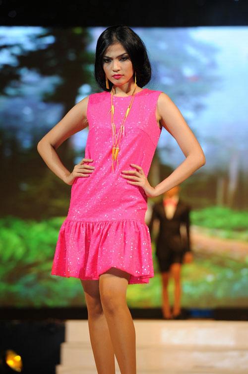 Thanh Hằng mặc thiết kế Xuân dạo catwalk - 7